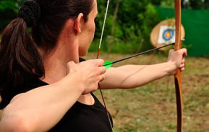 beginner shooting bow and arrows